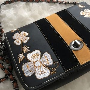 Bags - Brand new purse with floral details